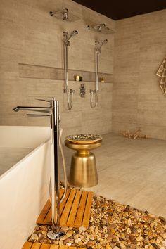 Bathroom / salle de bain Venty collection / collection Venty  Freestanding bath tub faucet / robinet de bain autoportant
