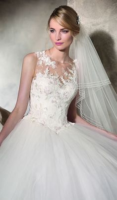 Hekuba - La Sposa at Bicester Bridal