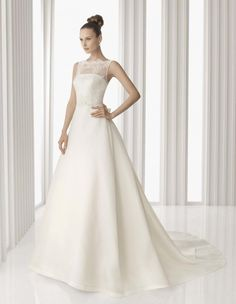 2014 Sexy Vintage White/Ivory Bow Sash Lace Ball Gown Satin Beach Wedding Dresses With Bateau Sleeveless Covered Buttons Court Train