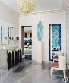 Design Scene: An art-filled Left Bank flat by Jean-Louis Deniot Classic Interior, Best Interior, Luxury Interior, Luxury Furniture, Interior And Exterior, Room Interior, Jean Louis Deniot, Entry Foyer, Entryway Decor