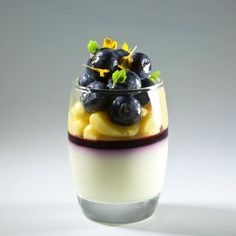 106 mentions J'aime, 1 commentaires – Antonio Bachour (@bachour1234) sur Instagram : «White chocolate, blueberry and lemon Verrine Recipe Yield 24 verrines White Chocolate Mousse 12 g…»