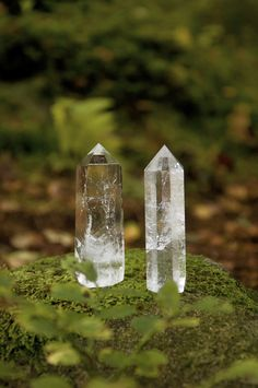 Clear quartz provides power, clears energy, and offers clarity. Use it to clear negative energy.