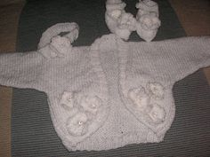 Here is a set - shrug, headband and shoes that is indeed fit for a princess. Basic easy to knit items made special by adding knitted flower...