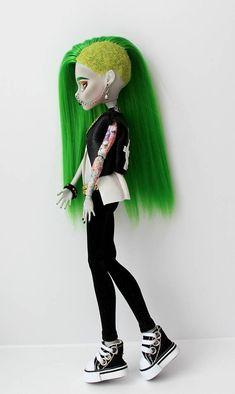 Monster High OOAK Ghoulia Yelps Repaint