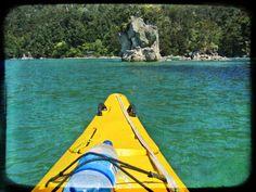 Das Kanu bahnt sich seinen Weg in die Bucht! Wofür könnte diese Metapher in Ihrem persönlichen Prozess aktuell stehen?