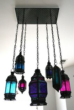 Indie Fashion and Beauty: DIY Moroccan Lantern Chandelier LOVE the dark lanterns Moroccan Bedroom, Moroccan Decor, Moroccan Style, Moroccan Interiors, Moroccan Party, Indie Mode, Deco Luminaire, Lantern Chandelier, Morrocan Chandelier