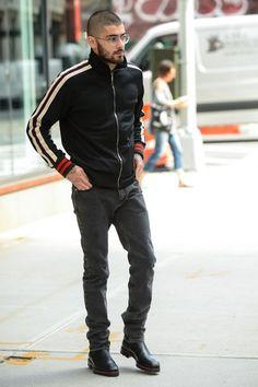 e7e379201c7 Copie os famosos  Zayn Malik mostra como usar a jaqueta esportiva