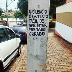 "olheosmuros: "" #Repost @leaoderua ・・・ Londrina, PR. #arte #aruafala #intervencaourbana #arteurbana #olheosmuros #art #aruafala #acidadefala #vozesdacidade #artederua #pelasruas #txturbano #poesianarua #poesiaurbana #londrina http://ift.tt/2dT1Gq1 """