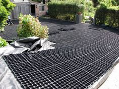 Cut to size - Gridforce gravel driveway grids can be built around existing beds… Permeable Driveway, Gravel Driveway, Gravel Path, Driveways, Driveway Ideas, Walkways, Walkway Ideas, Gravel Garden, Entrance Gates