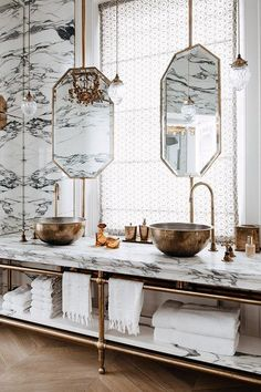 ARABESCATO MARBLE BATHROOM The master bathroom is the pièce de résistance in this grand London house designed by Maddux Creative. Inspired by Le Meurice hotel in Paris, it is a lavish marriage of unlacquered brass and Arabescato marble, with his and her Bad Inspiration, Bathroom Inspiration, Interior Inspiration, Small Bathroom, Bathroom Ideas, Bathroom Marble, Bathroom Renovations, Remodel Bathroom, Bathroom Pink