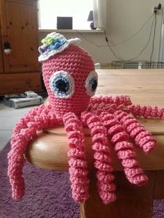 Crochet Octopus Preemie : Inktvisjes voor couveuzekindjes on Pinterest Haken, Projects and Tes