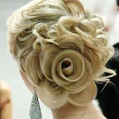 How unique is this updo? The Bride's hair looks like a rose  www.just-women.net