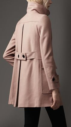 Shop the latest womenswear from Burberry including seasonal trench coats, leather jackets, dresses, denim and skirts. What Should I Wear Today, Burberry Coat, Cashmere Coat, Fashion Project, Jacket Style, Playing Dress Up, Luxury Fashion, Women's Fashion, Women Wear