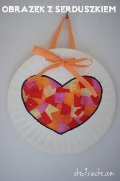 Obrazek z witrażem w kształcie serca na papierowym talerzyku. Upominek od dziecka na Dzień Mamy. Diy And Crafts, Crafts For Kids, Paper Flower Tutorial, Kids Education, Paper Flowers, Origami, Handmade, Gifts, Paper Plates