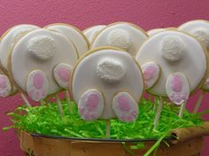 """Bunny Butt Cookies: Cookies that are """"a little behind"""" - Sweet Dreams and Sugar Highs Royal Icing Cookies Recipe, Iced Cookies, Cute Cookies, Easter Cookies, Easter Treats, Cupcake Cookies, Sugar Cookies, Cupcakes, Cookie Favors"""