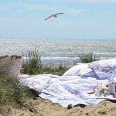 Simply Shabby Chic bedding to the beach Simply Shabby Chic, Shabby Chic Style, Sunny Beach, Beach Day, Beach Adventure, I Love The Beach, Sandy Beaches, Beach Cottages, Beautiful Beaches