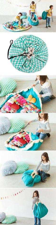 Enfin un sac de rangement pratique et ludique que les enfants (et les parents) vont adorer !  Le sac Play&Go est un indispensable dans la maison.