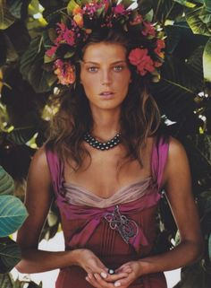 Daria Werbowy photographed by Patrick Demarchelier, Vogue, December 2004