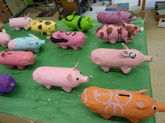 Would make super cute shakers if they were smaller bottles - must find a pig song to go with them. paper mache piggy banks using 2 liter soda bottles, egg cartons and acrylic paint Paper Mache Projects, Paper Mache Crafts, School Art Projects, Projects For Kids, Stem Projects, Class Projects, Kids Crafts, Project Ideas, Middle School Art