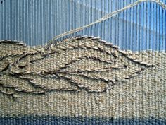 Weaving Textiles, Tapestry Weaving, Small Tapestry, Types Of Weaving, Weaving Projects, Tapestry Design, Loom Weaving, Weaving Techniques, Fabric Art