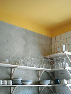 Punchy Touch: Paint the Ceiling Yellow! Love the yellow ceiling, white tiles and cement wall.Love the yellow ceiling, white tiles and cement wall. Grey Kitchens, Home Kitchens, Yellow Kitchen Inspiration, Kitchen Interior, Kitchen Decor, Kitchen Ideas, Decorating Kitchen, Kitchen Paint, Design Kitchen