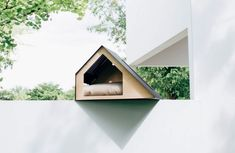 For people who want to have an attractive home for their furry friend, here's a collection of the most sought out architectural doghouses. Dog Mansion, Dog Design, House Design, Dog House Plans, Puppy House, Portland Cement, Dog Furniture, Thermal Curtains, Animal House