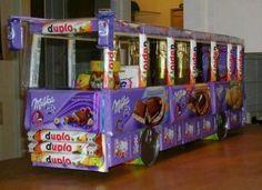 Meine Freundinnen wollten mal so einen Bus einer anderen Freundin zum Geburtstag schenken. Sie sind ebenfalls daran gescheitert und haben stattdessen ein Haus aus Schokolade gebastelt. Der Karton…