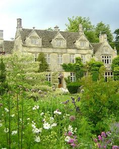 Barnsley House, Cotswolds, England. Beautiful gardens here, too !