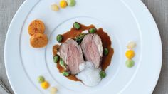 Rump of Local Lamb with Pea Purée and Rosemary Jus Welsh Recipes, Food Program, Cottage Pie, Lunch Menu, English Food, Meat Lovers, Soul Food, Lamb, Cooking Recipes