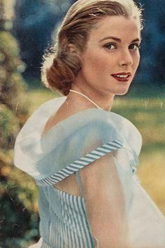 Grace Kelly, love her dress.