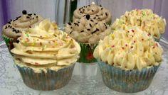 Tenemos a la venta cupcakes de turrón de chocolate y turrón de almendras! Venid ya a por ellos que se acaban!!!
