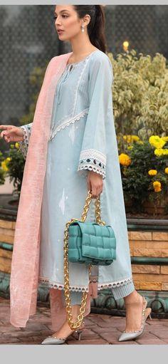 Asian Wedding Dress Pakistani, Beautiful Pakistani Dresses, Pakistani Suits, Indian Dresses, Stylish Dress Designs, Stylish Dresses, Simple Dresses, Neckline Designs, Kurti Neck Designs