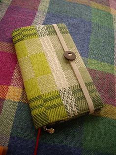 Atelier Woven Sweden: modest- Inspiration from the dalahast blog site. Made with a woven fabric... it looks like fine wool to me but I think it gives a very smart finish to this notebook cover but could perhaps work well on a wallet too.