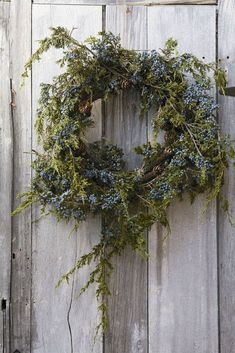 rustic wreath: cedar with blue berries // Christmas holiday DIY home decoration Natural Christmas, Noel Christmas, Country Christmas, All Things Christmas, Winter Christmas, Christmas Wreaths, Christmas Crafts, Christmas Decorations, Simple Christmas