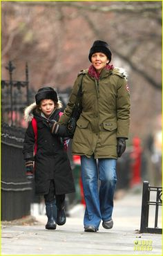 Maggie Gyllenhaal takes her daughter Ramona to school on January 10, 2014