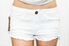 WHITE DISTRESSED CUTOFF SHORTS