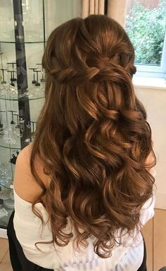 Having a rustic wedding theme? Anda bit confused on what hairstyle you should go with your rustic wedding–then look no further. We've rounded up... #WeddingHairDown Elegant Wedding Hair, Wedding Hair Down, Wedding Hair And Makeup, Rustic Wedding, Boho Wedding, Ball Hairstyles, Bride Hairstyles, Down Hairstyles, Long Wedding Hairstyles