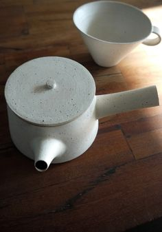 Yoko Ozawa Ceramic tea pot and cup