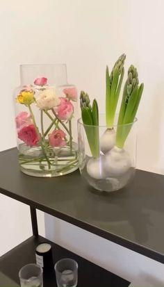 Deco Floral, Arte Floral, Diy Easter Decorations, Flower Decorations, Flower Shop Decor, Modern Flower Arrangements, Deco Table, Easter Table, Faux Flowers
