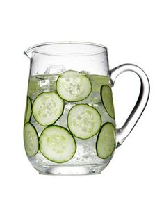 i love cucumber water --- it's so refreshing !