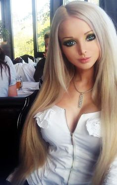 [Human Dolls] Real-life Barbie [Valeria Lukyanova] strikes back!