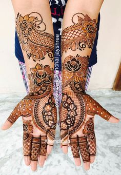 "Photo from Mehndi By Jayshree ""Portfolio"" album Latest Bridal Mehndi Designs, Mehndi Designs Book, Latest Arabic Mehndi Designs, Stylish Mehndi Designs, Dulhan Mehndi Designs, Wedding Mehndi Designs, Mehndi Design Pictures, Henna Mehndi, Mehndi Images"