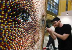 Odd snaps from around the world: Pin-Art. Artwork made of push pins by artist Eric Daigh is seen on display at Grand Central Terminal in New York. Push Pin Art, Renaissance Artists, Oil Portrait, Unusual Art, Diy Canvas Art, Traditional Paintings, Elements Of Art, Art Google, Installation Art