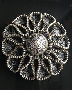 Best 12 que faire avec des zips – Page 762023199432644458 – SkillOfKing.Com - Fabric Crafts Zipper Crafts, Denim Crafts, Sewing Crafts, Sewing Art, Zipper Flowers, Denim Flowers, Fabric Flowers, Zipper Jewelry, Fabric Jewelry