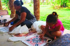 Siapo is a Polynesian art that's made from natural dye and cloth from the Mulberry Tree. Here, we see how it's done in the Samoan Cultural Village in Apia Stuff To Do, Things To Do, Polynesian Art, Mulberry Tree, Island Nations, Tropical Beaches, South Pacific, Diversity, Picnic Blanket