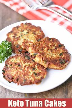 Keto tuna cakes contain no bread crumbs. Easy affordable and nutritious its the perfect weeknight dinner! Keto tuna cakes contain no bread crumbs. Easy affordable and nutritious its the perfect weeknight dinner! Seafood Recipes, Diet Recipes, Cooking Recipes, Healthy Recipes, Recipes Dinner, Zoodle Recipes, Smoothie Recipes, Cooking Rice, Canned Tuna Recipes
