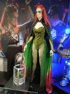 Uma Thurman's Poison Ivy costume from Batman & Robin on display. Posion Ivy Costume, Poison Ivy Halloween Costume, Poison Ivy Cosplay, Couple Halloween Costumes, Halloween Cosplay, Halloween Halloween, Poison Ivy Movie, Poison Ivy Batman, Poison Oak