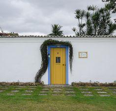 travelhighlights:    Lilly found a pretty door  Paraty, Brazil