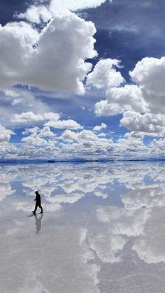 walking on clouds, Salar de Uyuni Salt Flat, Bolivia Beautiful Sky, Beautiful World, Beautiful Places, Dead Gorgeous, All Nature, Amazing Nature, Places To Travel, Places To See, Sky And Clouds