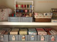 quiltlapjes in display Sewing Office Room, Sewing Room Storage, Sewing Room Organization, Home Organisation, My Sewing Room, Craft Room Storage, Fabric Storage, Sewing Rooms, Craft Rooms